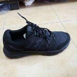 Sepatu Karrimor hitam