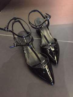 Zara pointed shoes low heels