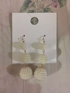 F21 pearly earrings