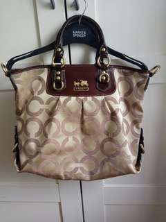 Coach bag J0869..used ounce only 99% new...no stain..no damage