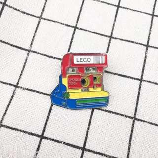 🚚 寶麗來 Pack film 白彩虹相機 底片機 風琴機 金屬 徽章