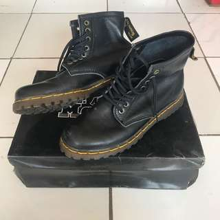 Dr. Martens boots black grade ori