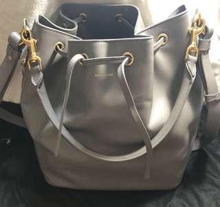 YSL SAINT LAURENT PARIS 聖羅蘭 LARGE EMMANUELLE BUCKET BAG IN GREY LEATHER crossbody bag 手挽手拎斜背斜咩三用袋 水桶包