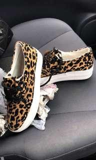 Casual Shoes-cheetah pattern