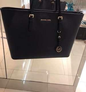 💯 Authentic Michael Kors bag