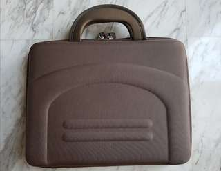 """Lapmate hard-case cover for 11"""" - 12"""" laptop/netbook"""
