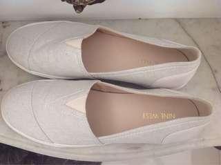 NINE WEST - WHITE SLIP ON SHOES