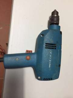 Black and Decker electric drill 330w