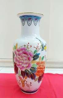 牡丹與黃鳥瓷器花瓶