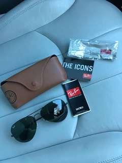 BRAND NEW AUTHENTIC (Black Rayban Sunglasses)