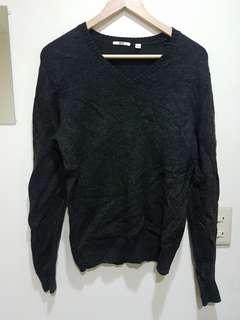 🚚 Uniqlo 灰黑色毛衣S號