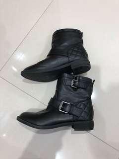 Peter Monissey boots