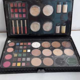 Make Up Palet Sariayu (Isi masih banyak) gratis make up brush