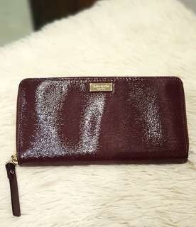 Kate Spade Long Zip Wallet In Patent Maroon Leather ❤️BIG SALE P4200 ONLY❤️ Slightly used. Good as bnew Wallet only Swipe for detailed pics