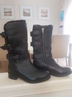 Sz 38 fur lined boots