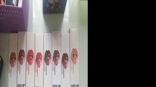 Jual murah Kylie Lip kit set KW 1 box isi 8 lip kit!