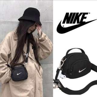 🚚 剩幾個而已囉!要買要快喔!Nike swoosh mini bag 惡搞包 相機包 小包 單肩包