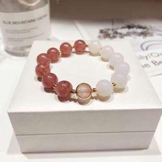 天然馬粉草莓晶+白瑪瑙手鏈