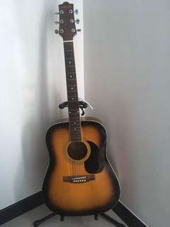 Cheap Classical acoustic guitar with stand, kapo and pick