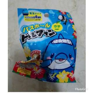 Bath ball with surprise dolphin toy (fr japan)