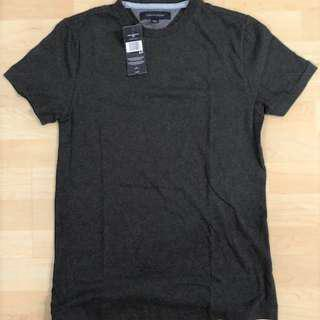 *Brand new with tag* Tommy Hilfiger Men's T-shirt, Small