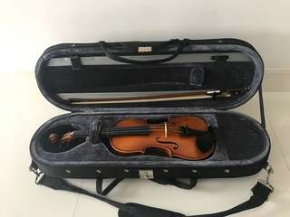 Violin 1/2 half size with bow, strings