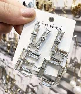 🚚 連線款,LOVE字母不對稱耳環,賣場還有多款飾品,歡迎參觀選購