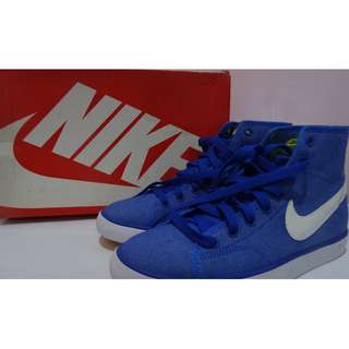 Brand New Authentic Nike Shoes (Women Size 5.5 / 4Y)