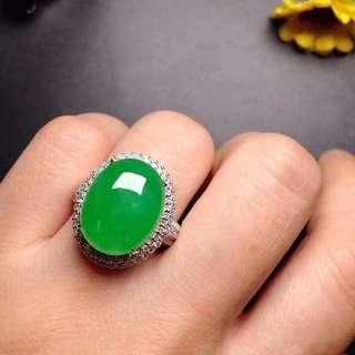 GZ-36批發價[色] : ¥66000 【冰陽綠,大蛋戒指】 高貴大方,冰透水潤,色澤豔麗,冰透冰綠,大件飽滿,完美,18K金奢華鑽石鑲嵌