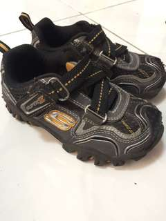 GUC SKECHERS TREK SHOES 9 16cm