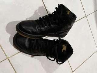 Jordan 1 black gum