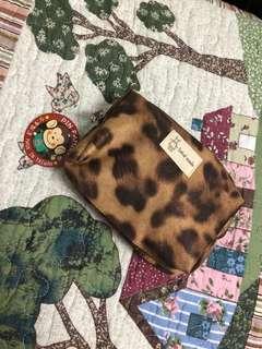 🚚 豹紋絨布防水化妝包