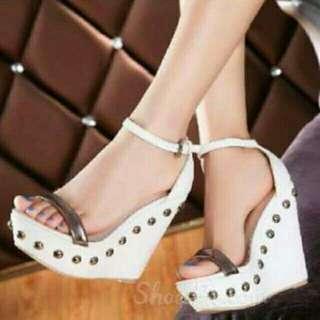 Sepatu Wedges Cantik 10044