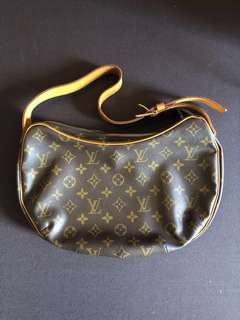Great Deal Alert❗️ Louis Vuitton Croissant Bag