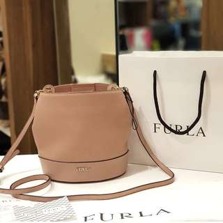 BRAND NEW FURLA LEATHER BUCKET BAG ❤️BIG SALE P16,800 ONLY❤️ With dustbag card and paperbag Swipe for detailed pics