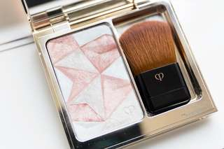 🦄GLOW, IRIDESCENT GLOW 🦄 🌹BLUSHER + ILLUMINATOR🌹 💫LUXURY ITEM💫 😋YOU CAN'T GO WRONG WITH ILLUMINATORS IN PINK!!😋Cle De Peau Luminising Enhancer  #14 BNIB