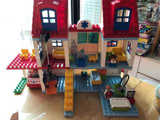 Duplo sets lego hospital, fire station