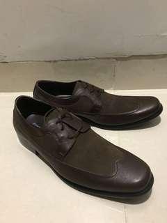 Sepatu kulit merk Sledgers