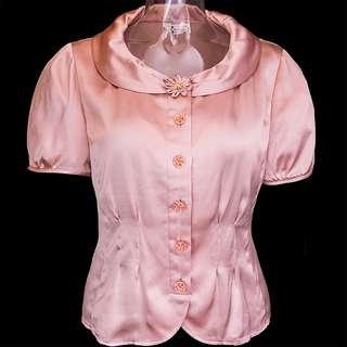 🚚 優佳莉YUKALI粉膚色純蠶絲盤花短袖外套 襯衫 12號 質感很不錯