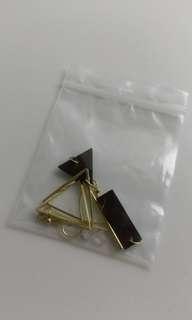 🚚 木質三角不對稱耳環(耳鉤式)