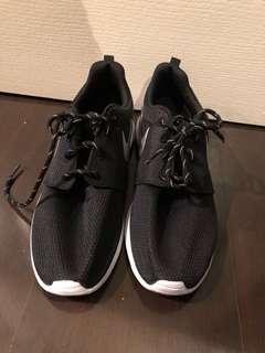 Nike Women's Roshe One Size 8.5