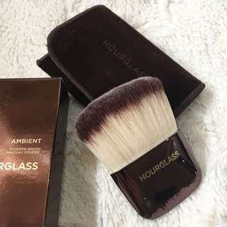 Hourglass Ambient Lighting Powder Brush