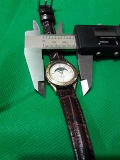 Alba      her watch
