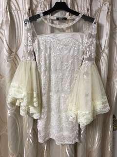 宮廷風蕾絲喇叭袖洋裝