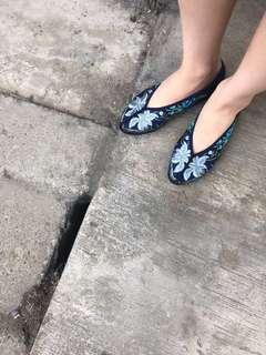 🚚 富錦樹年藍百合年繡花鞋