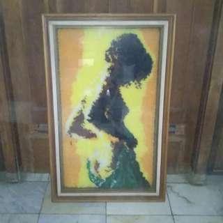 Lukisan Wanita Benang Antik -Frame Kaca-