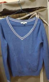 Atasan sweater uniqlo