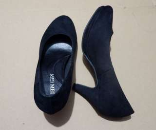 BLACK SHOES with very soft heel pads