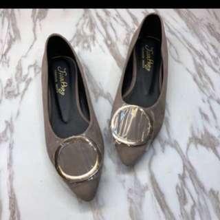 🚚 韓版簡約金屬框 絨毛低跟尖頭鞋❤️ MIT製造🎉