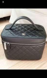 Chanel cosmetic case 95% new full set